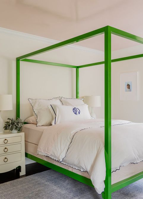 cama con dosel verde