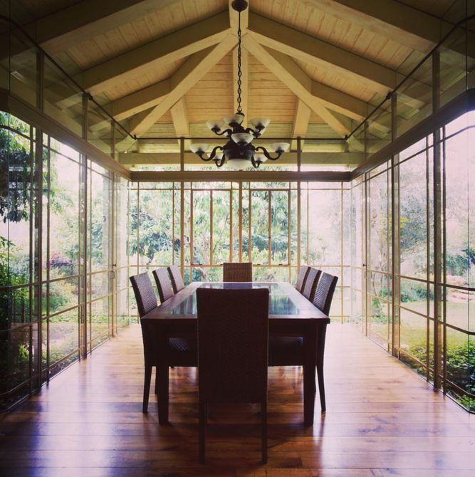 sunroom with vaulted ceilings