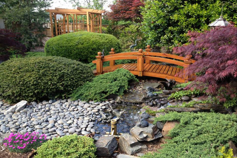 5 Garden Bridges You\'ll Want For Your Own Home