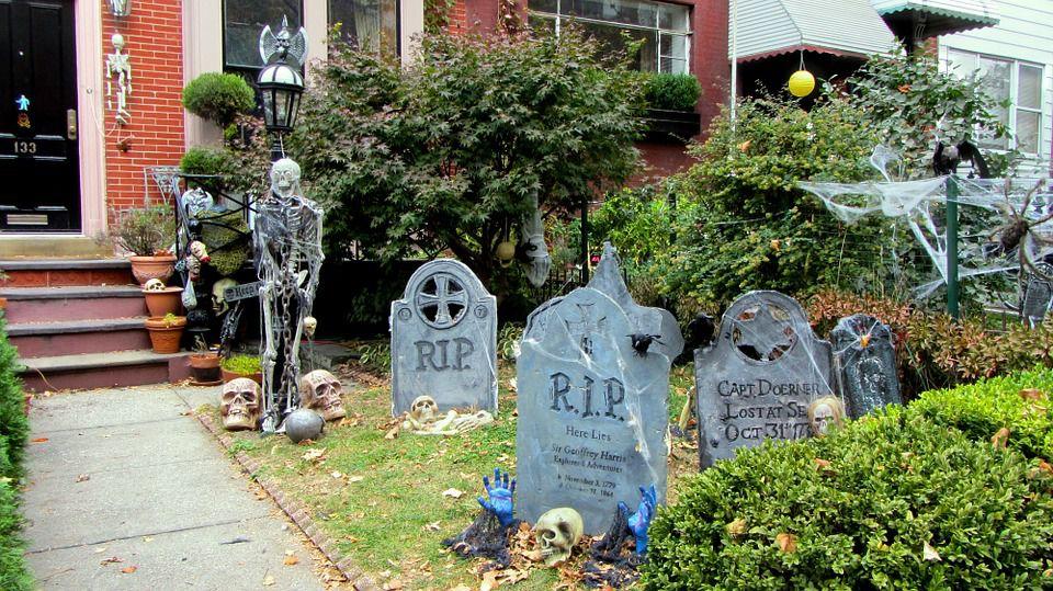 Halloween party games with a skeleton theme - Scary skeleton games ...