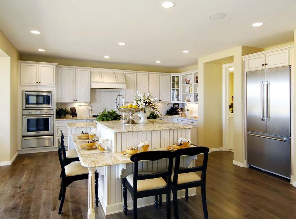 Benjamin Moore - Yellow Brick Road kitchen