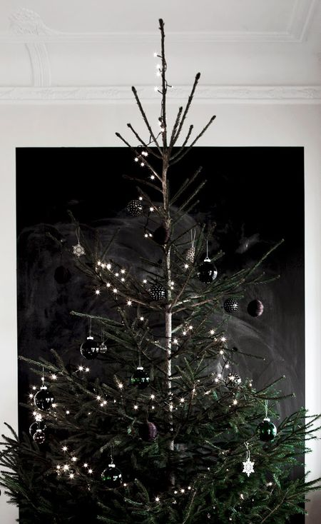 20 Creative Christmas Tree Themes