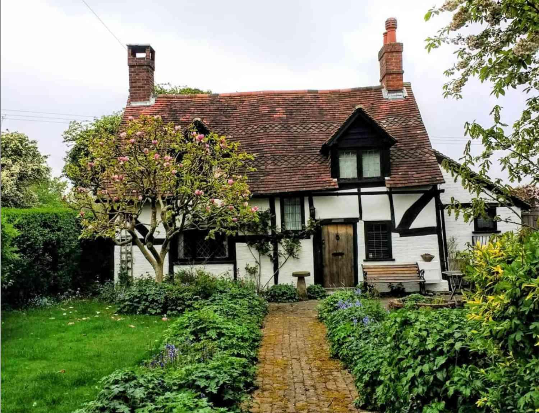tudor english cottage