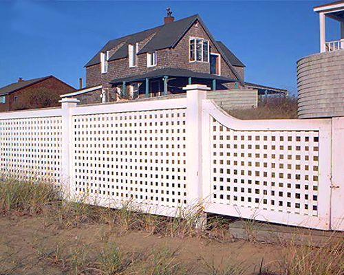 Photo of square lattice fencing.
