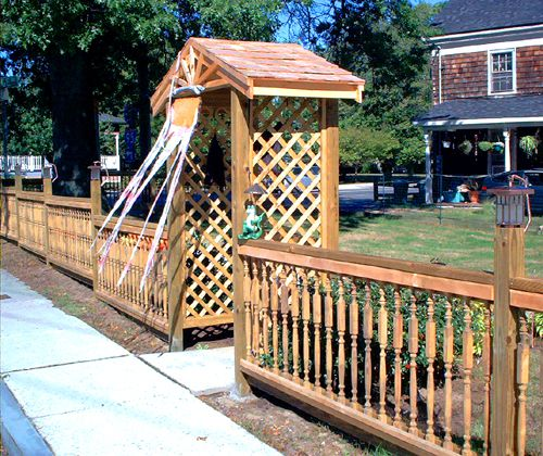 Picture of a baluster-style fence.