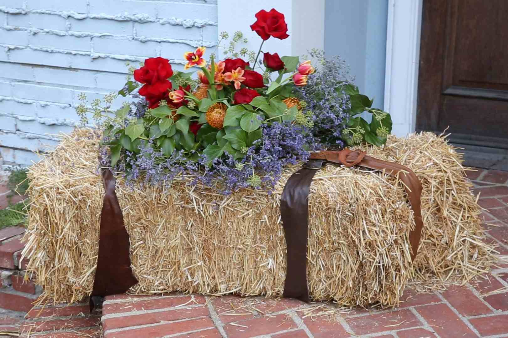 18 Front Porches With Fall Flowers