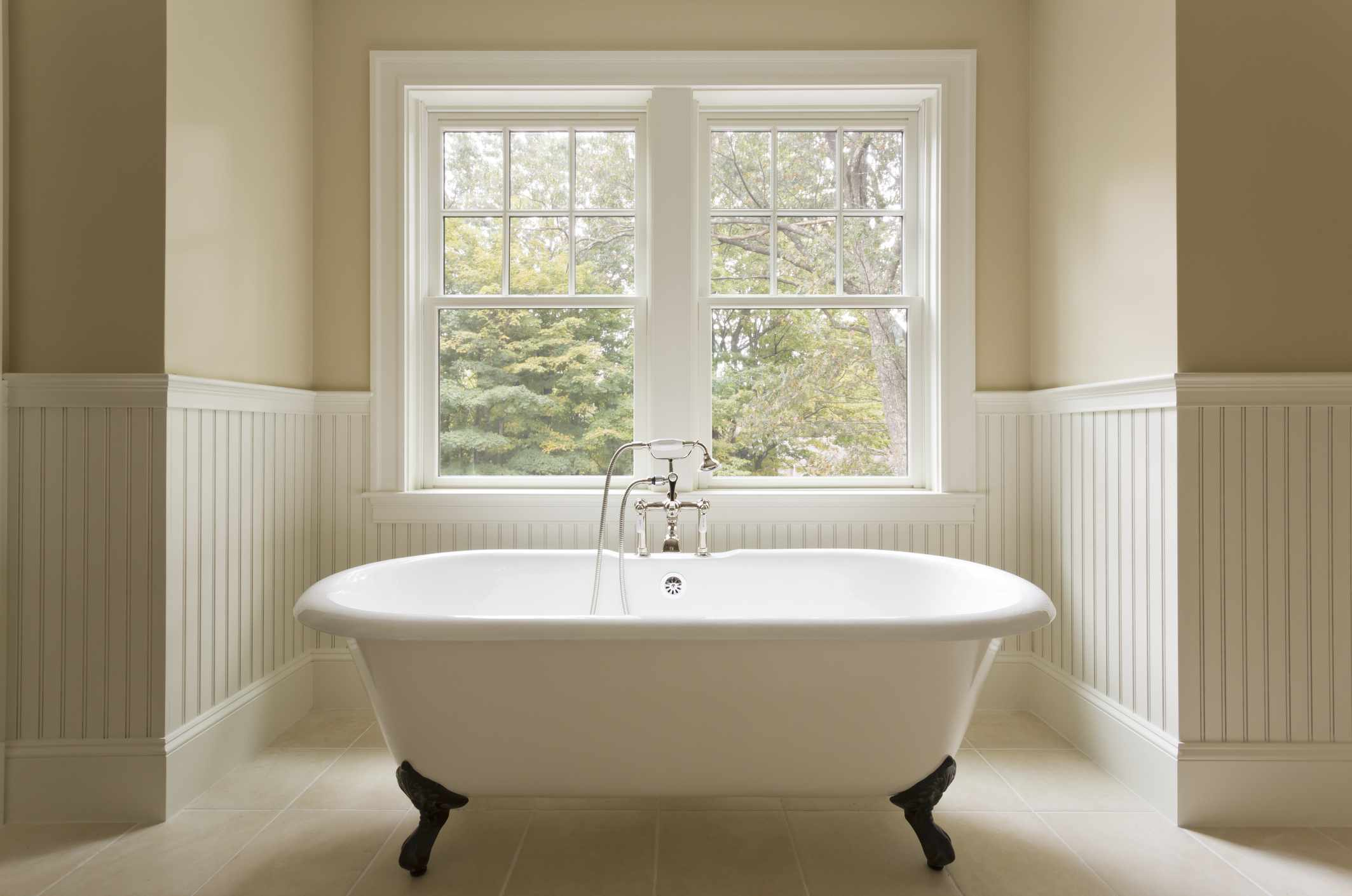 freestanding clawfoot tub