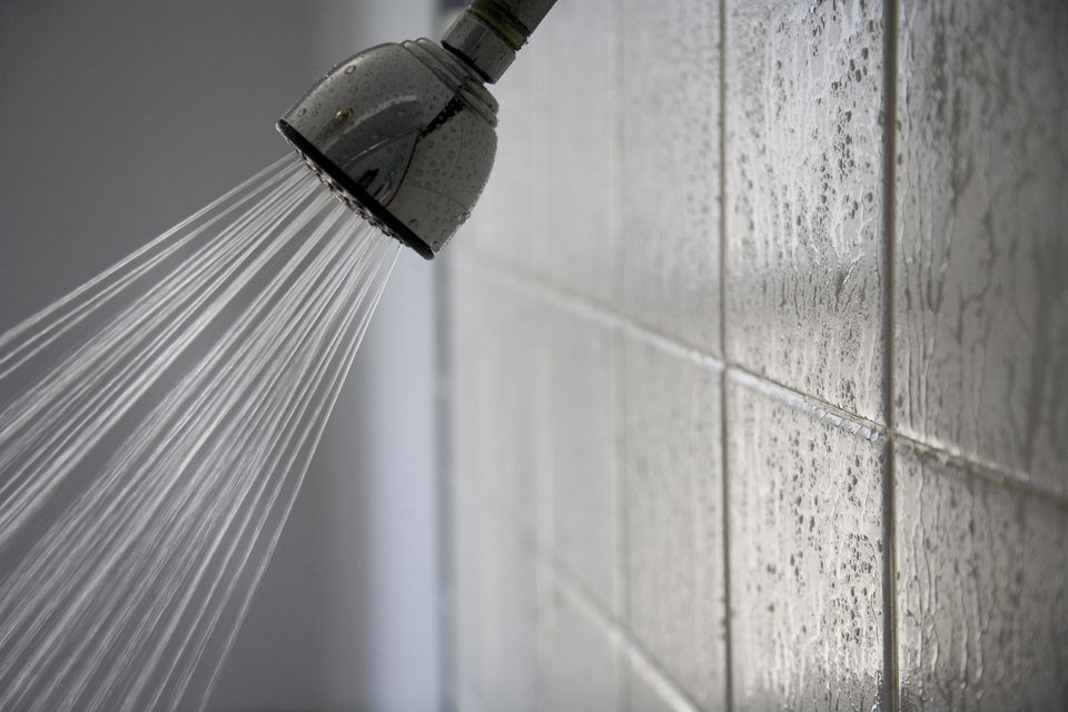 Shower head with wet tiles