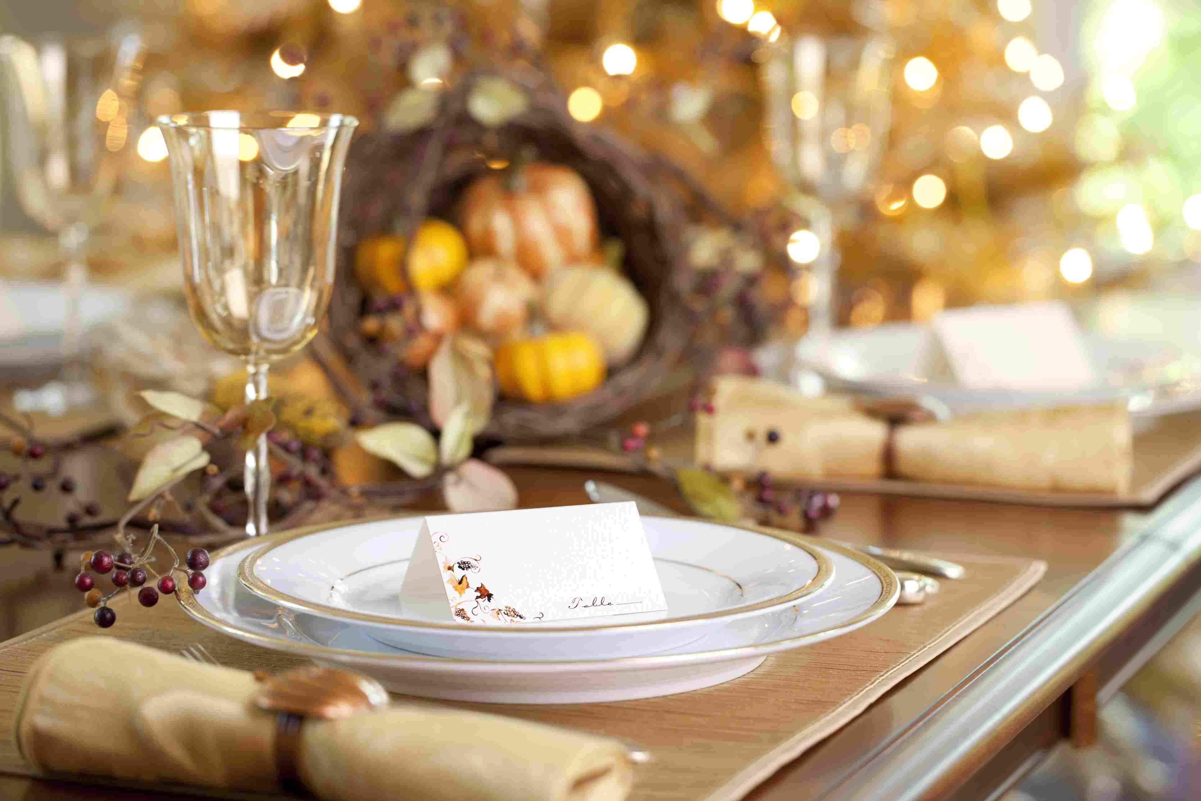 Tarjetas de lugar en la mesa de Acción de Gracias