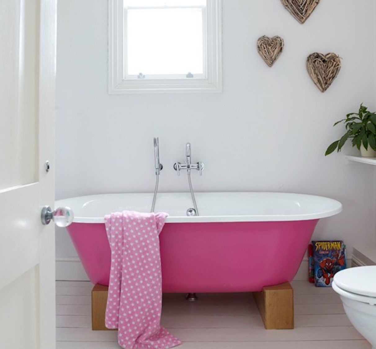 25 Small Bathrooms with Good Feng Shui