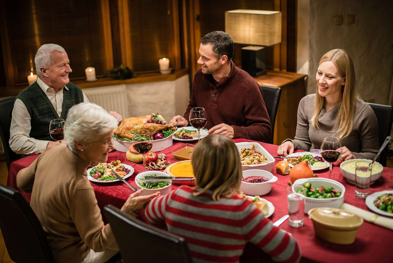 family eating thanksgiving dinner - HD1500×1001