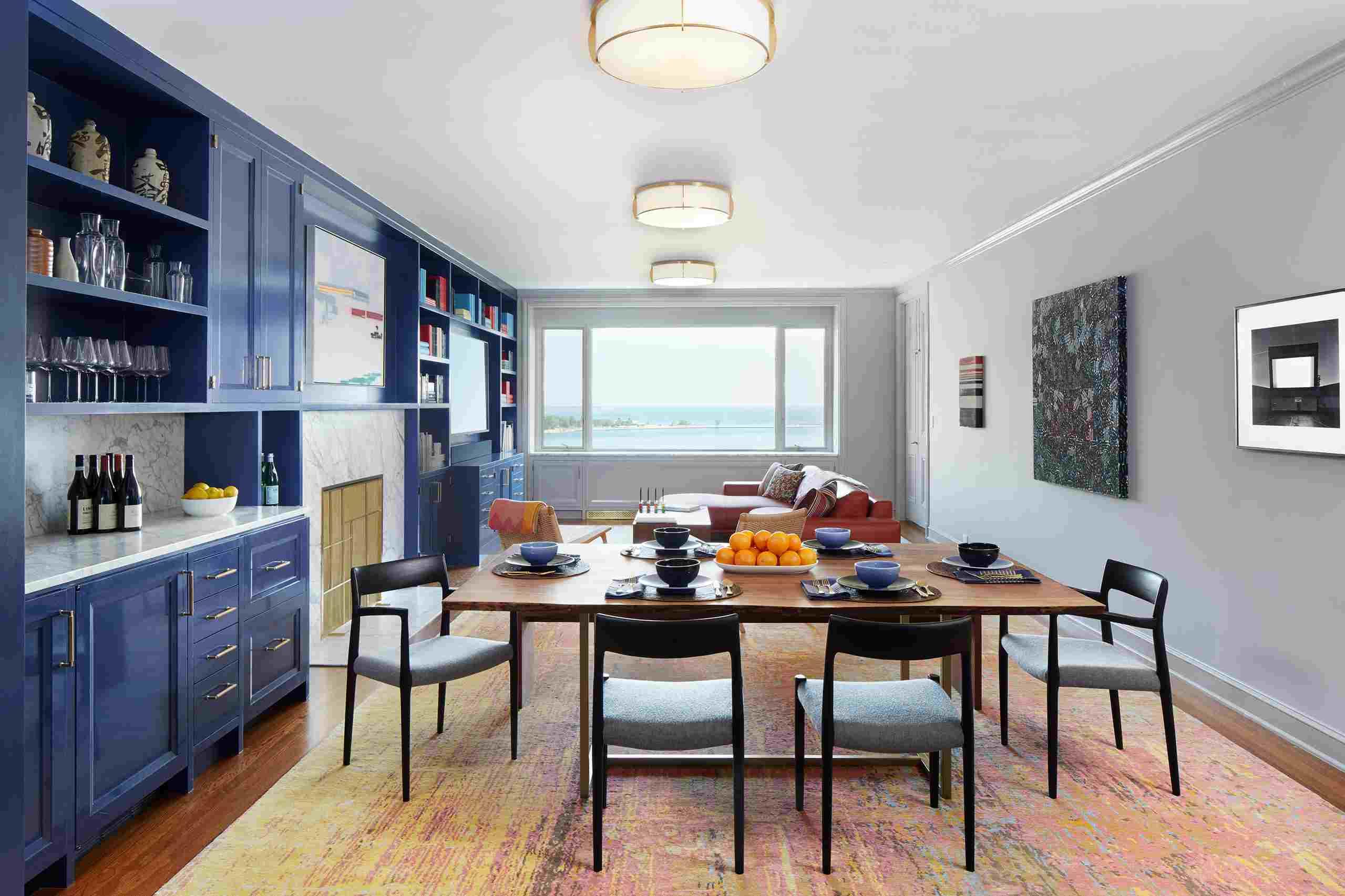 condominio de concepto abierto con paredes grises