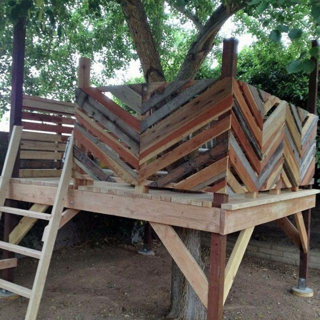 Chevron upcycled tree house