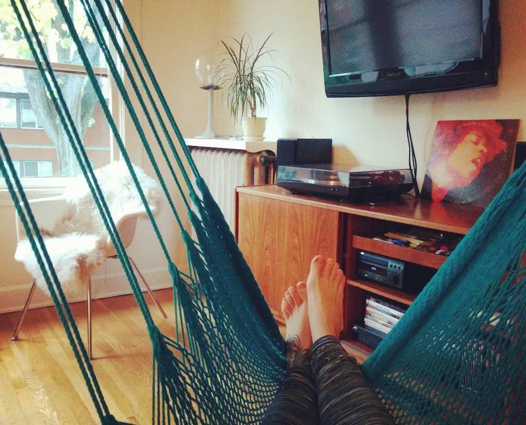 hamaca interior ocupa el lugar de un sofá