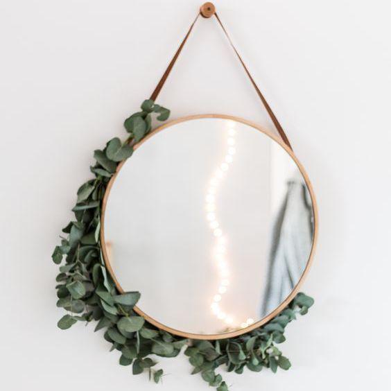 Espejo cubierto de eucalipto