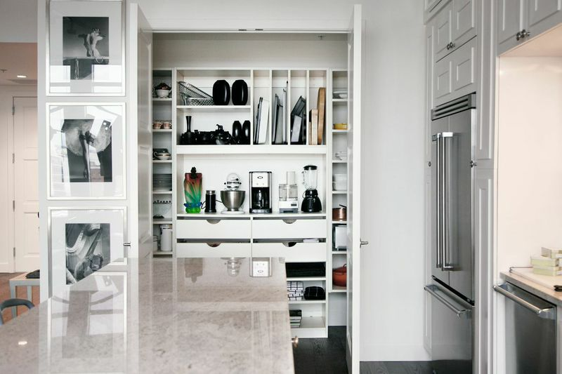 Exploring different pantry options for Walk in pantry cabinets