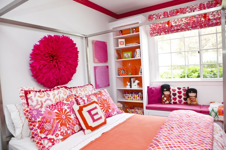An orange and hot-pink bedroom
