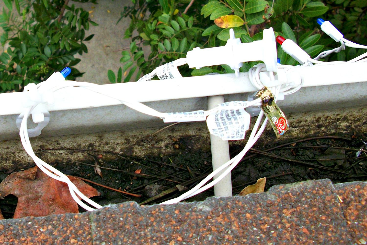 Learn To Hang Outdoor Christmas Lights Led Besides 3 Wire Light Wiring Diagram
