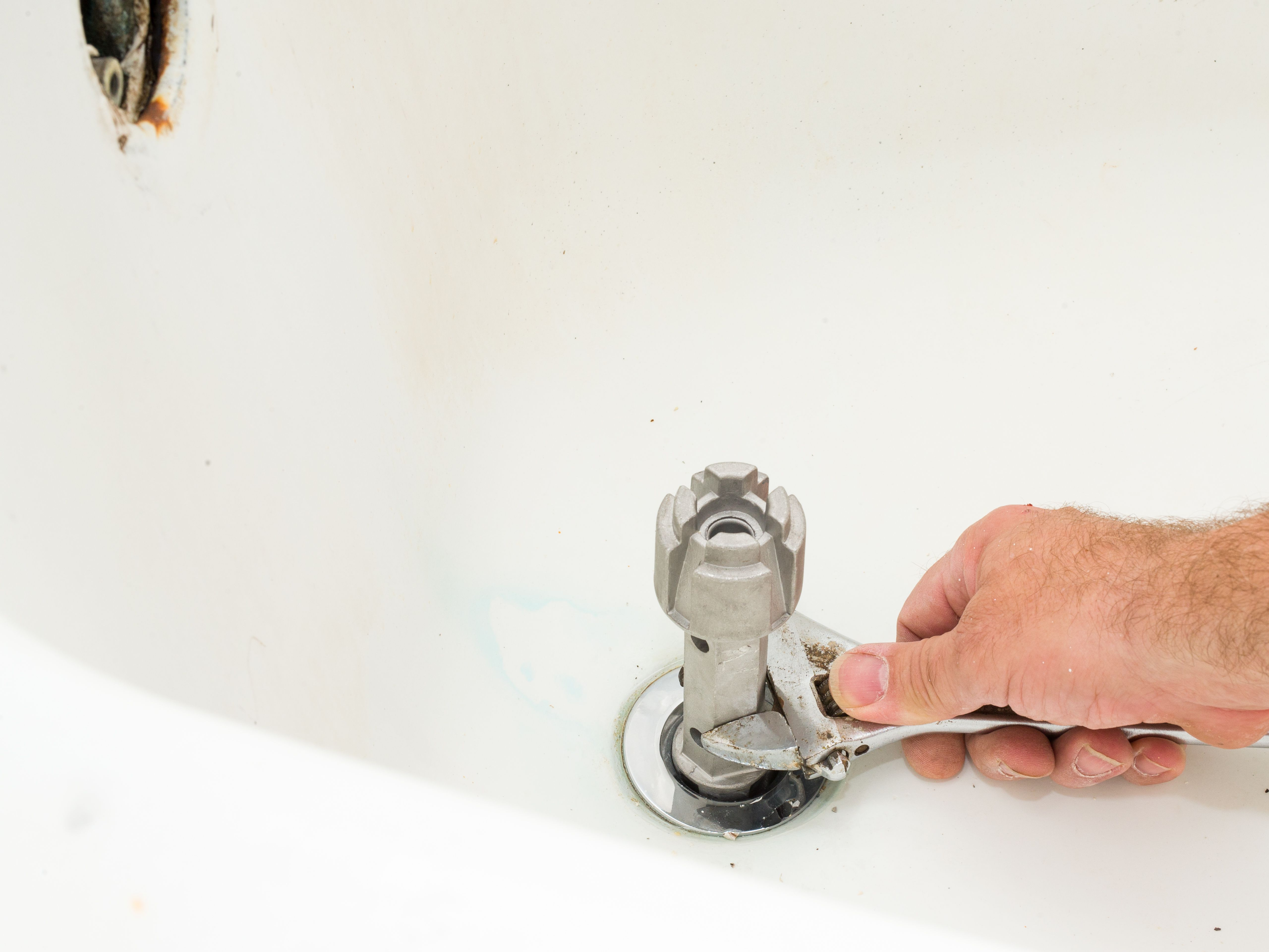 How To Remove A Tub Drain In Your Home