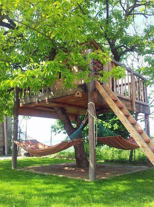 Casa en el árbol con hamaca