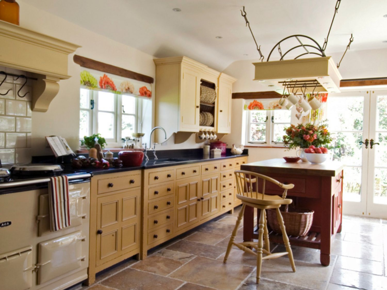 Freestanding Cabinets Offer a Classic Kitchen Look