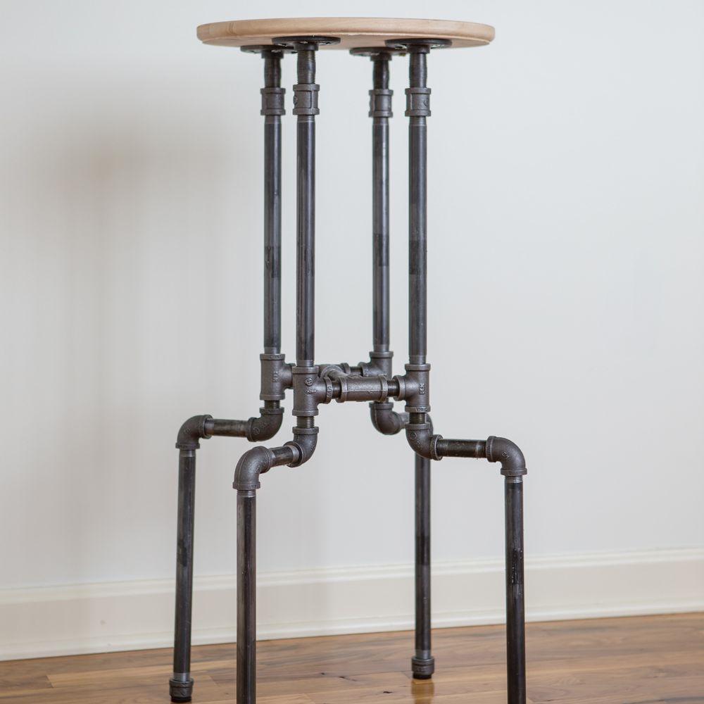 Un taburete de bar hecho de metal y madera