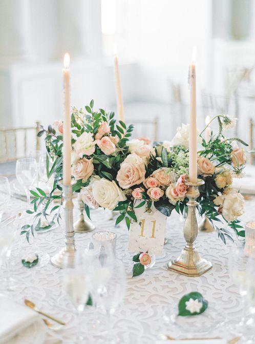 Centro de mesa de boda de invierno de rosa rosa clásica
