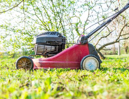 Cub Cadet XT1 ST54 Lawn Tractor Review: A Fast and Agile Mower