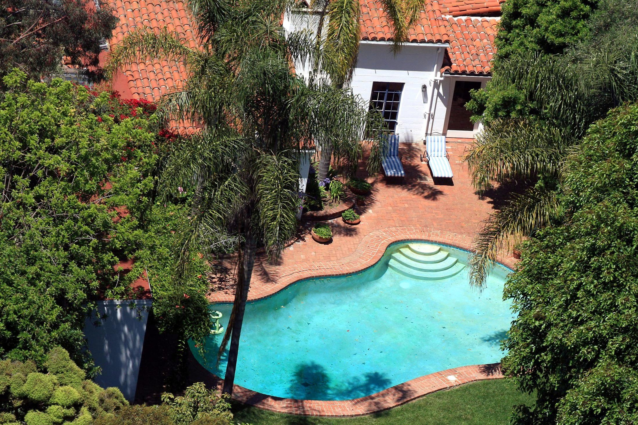 The backyard and pool of Monroe's Brentwood home