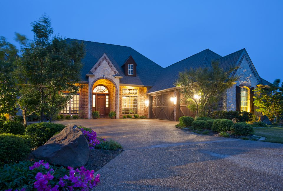 A builder's model home on Lake Granbury hopes to attract new buyers.