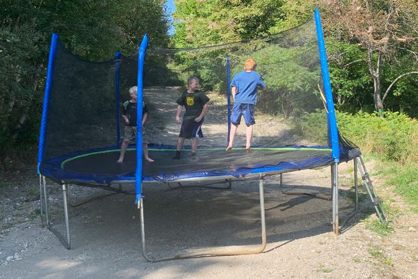 Zupapa 15FT TUV Approved Trampoline With Enclosure Ne