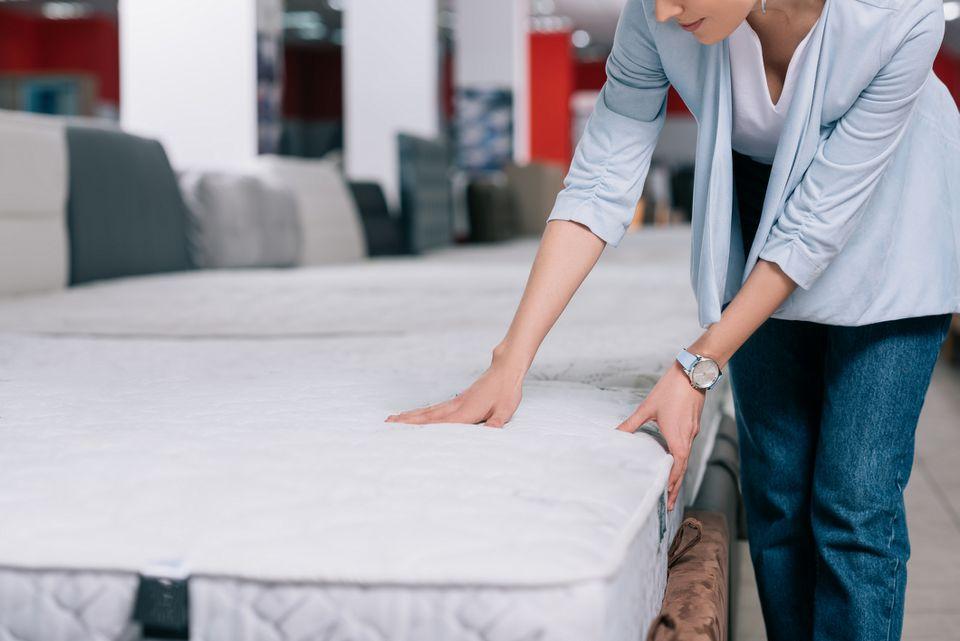 woman-feeling-mattress