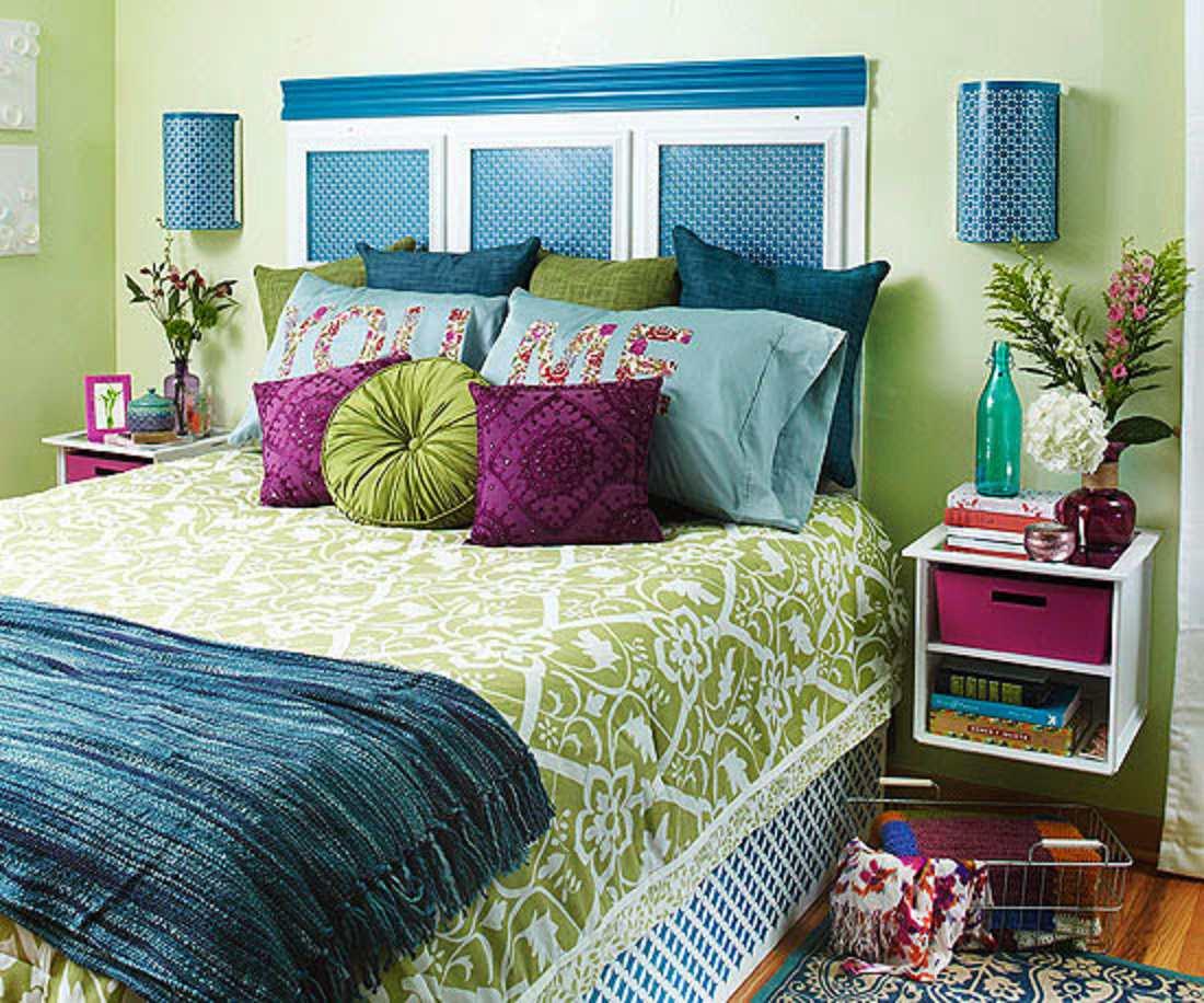 Habitación asiática inspirada en azul y púrpura