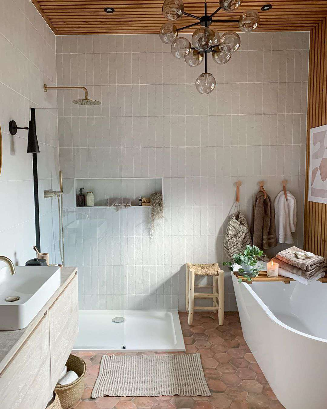 Bathroom with white tiles and clay floor tiles