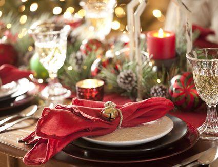 holiday-dinner-setting