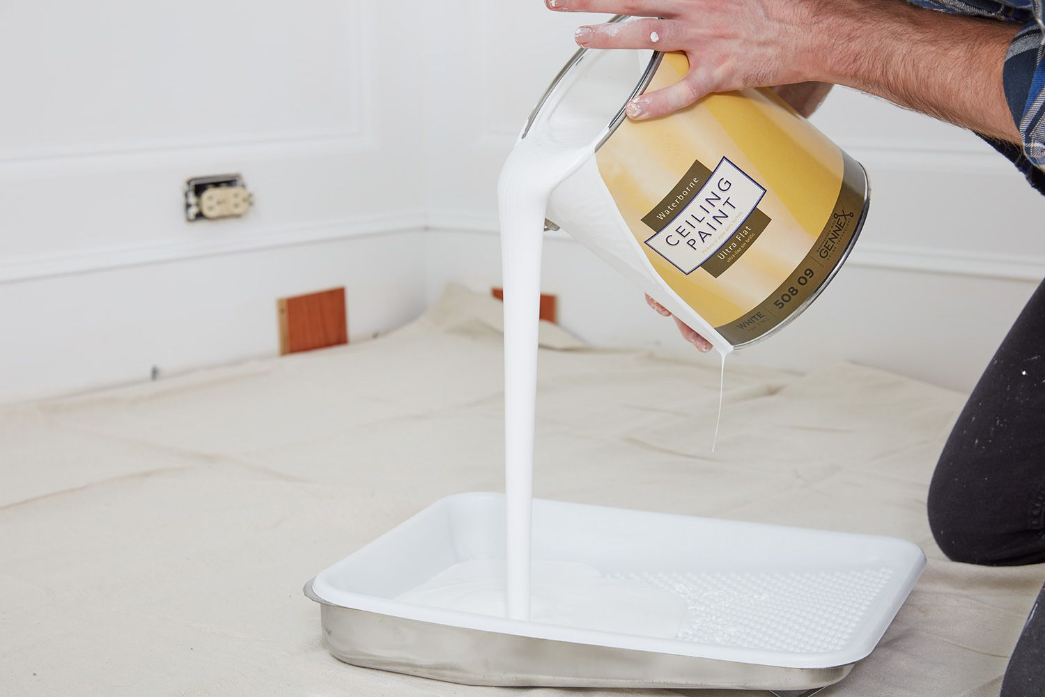 Pour paint in tray