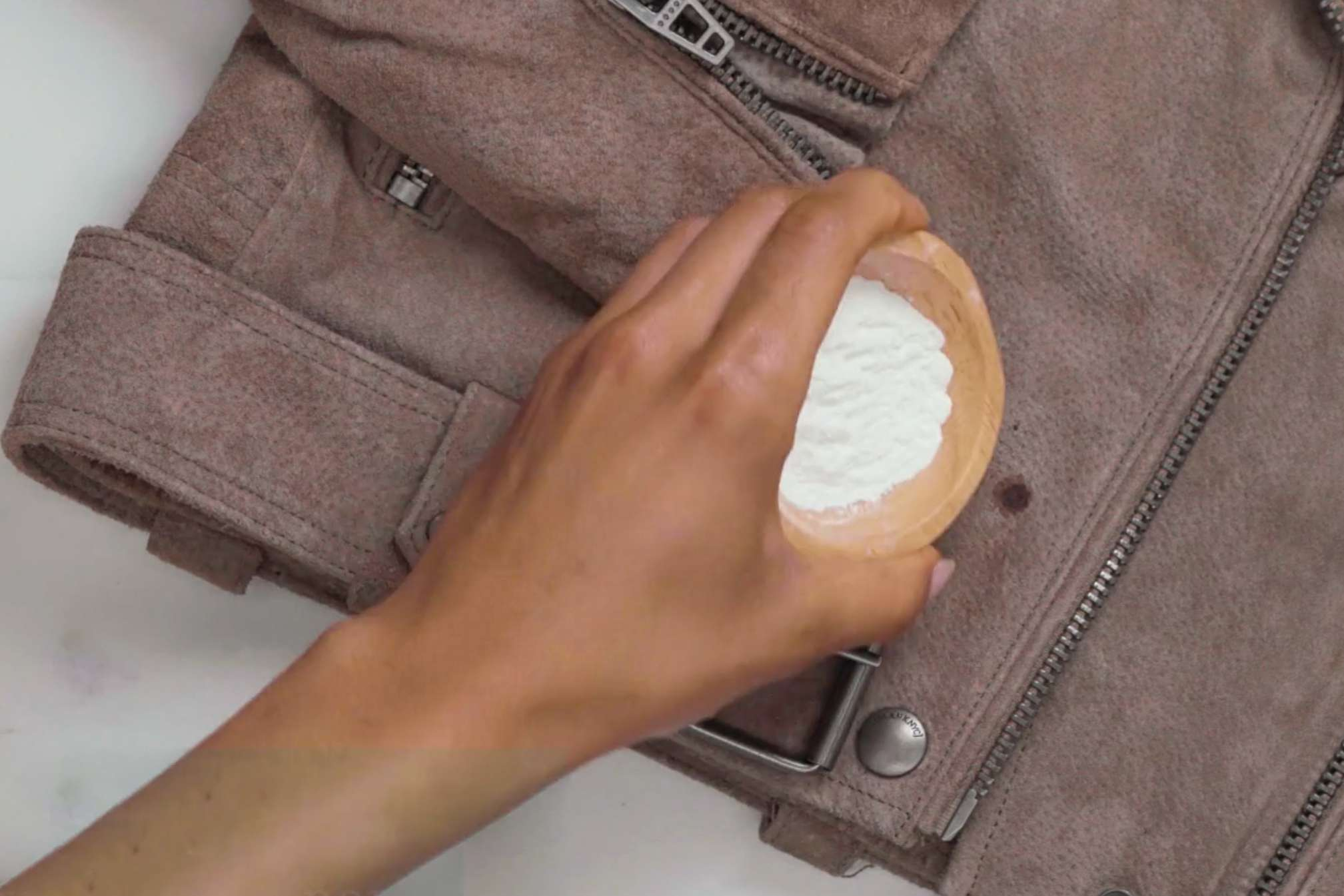 Using baby powder on the stain