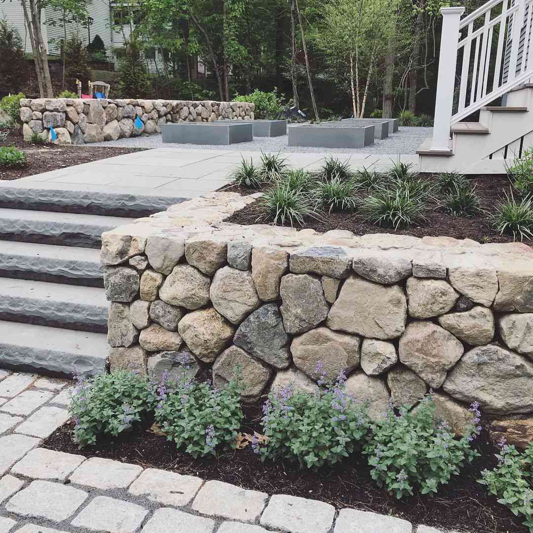 Dry stacked retaining wall example