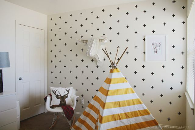 Washi Cross Accent Wall para cuarto de niños en blanco y negro