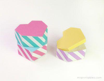Cajas de favor verdes que dicen El amor es dulce .