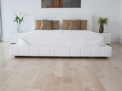 Pros And Cons Of 5 Por Bedroom Flooring Materials Carpet Ideas