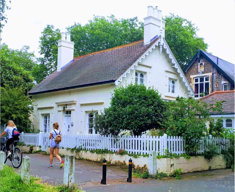 elm english cottage
