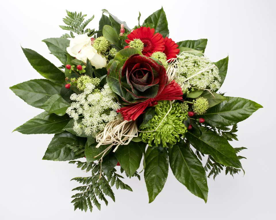 Winter flowers for weddings christmas bridal bouquet junglespirit Image collections