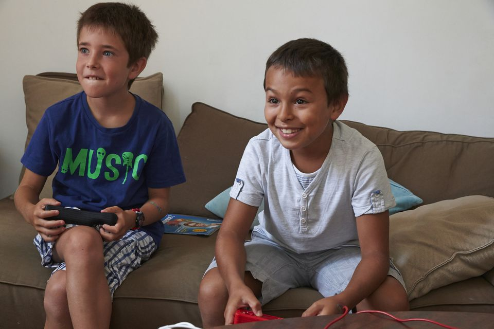 boys-playing-wii