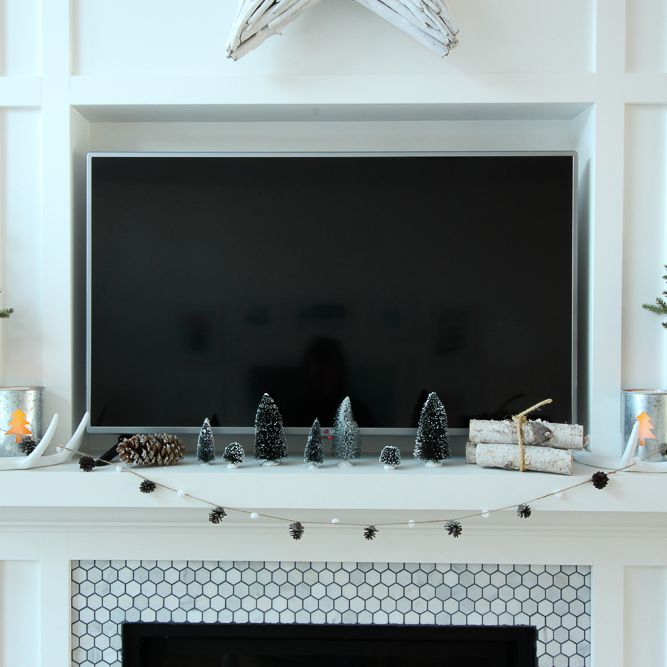23 Best Winter Mantel Decor Ideas, How To Decorate Fireplace Mantel With Flat Screen Tv