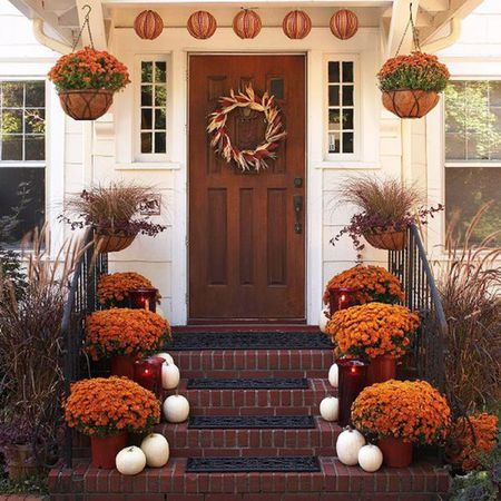 Decorate the front porch for Thanksgiving - 25 Affordable Ways To Decorate Your Home For Thanksgiving