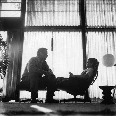 Charles Eames Lounge Stoel.Exlpore The World That Made The Iconic Eames Lounge Chair