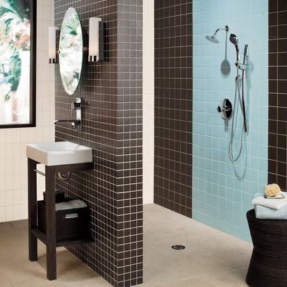 azulejo de baño cuadrado con acentos azules