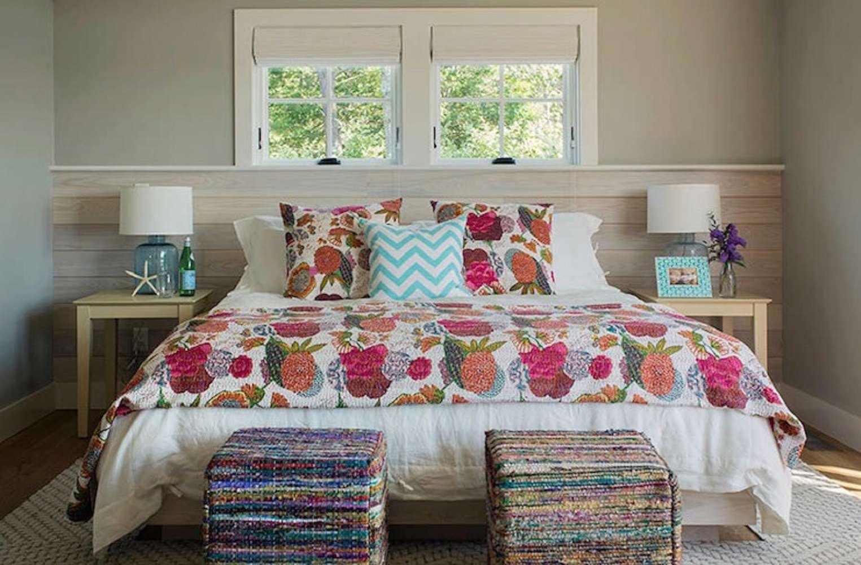Edredón floral en el dormitorio