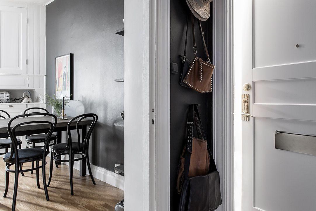 Corner-Entryway-Storage